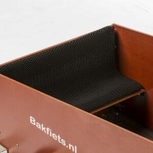 Das Sitzkissen Ventisit erhöht den Fahrkomfort von Insassen eines BAKFIETS Cargo Trikes (auch Elektro-Version).